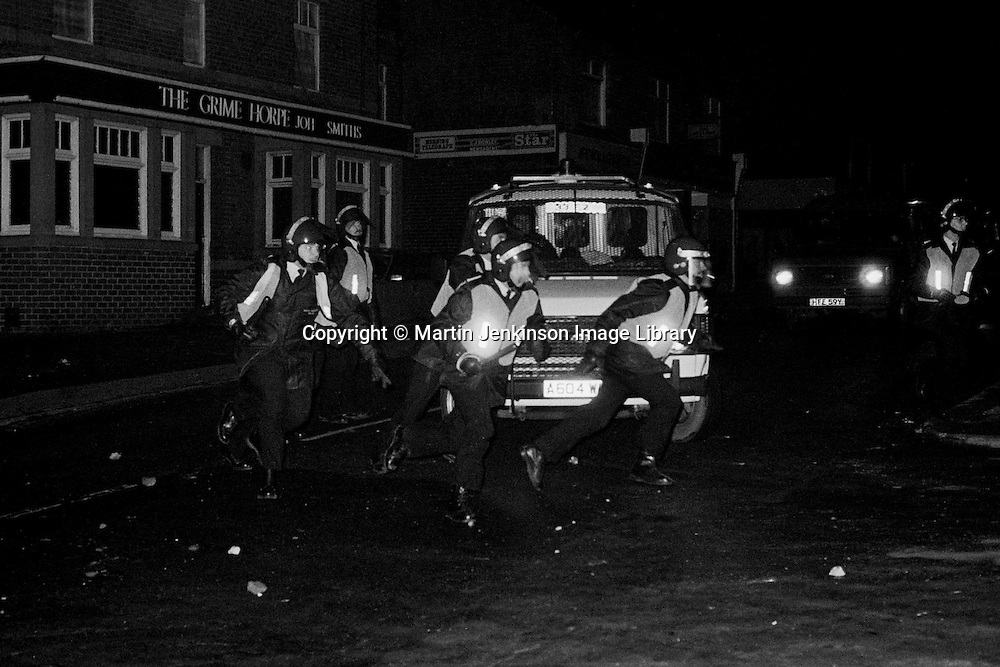 Police with truncheons charge at miners early morning in Grimethorpe. 1984-85 Miners Strike..© Martin Jenkinson, tel 0114 258 6808 mobile 07831 189363 email martin@pressphotos.co.uk. Copyright Designs & Patents Act 1988, moral rights asserted credit required. No part of this photo to be stored, reproduced, manipulated or transmitted to third parties by any means without prior written permission