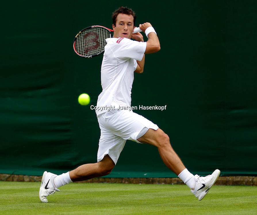 Wimbledon Championships 2011,AELTC,London,.ITF Grand Slam Tennis Tournament . Spieler Philipp Kohlschreiber (GER),Einzelbild,Aktion,Ganzkoerper,Querformat
