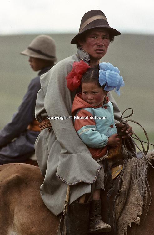 Mongolia. Kidís horse race; naadam of Oulan Bator Giving prize ceremony≤   /  remise prix des chevaux (grand Naadam de Oulan bator , Mongolie)   148      P0000717