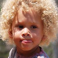 Un niño de pelo rubio (catire) de una casa de Turgua. El Hatillo. Estado Miranda. Venezuela. A boy with blond hair (catire) from a house in Turgua. The Hatillo. Miranda State. Venezuela