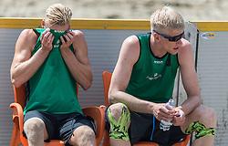 17-06-2016 NED: Beachvolleybaltoernooi eredivisie, Amsterdam<br /> Op het Mercatorplein in Amsterdam gaan de beachers uit de eredivisie van start / Sven Vismans #2, Michiel van Dorsten #2
