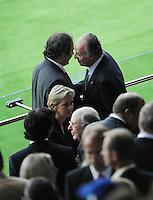 FUSSBALL EUROPAMEISTERSCHAFT 2008  Spanien - Italien    22.06.2008 Michel PLATINI (FRA, l) mit Spaniens Koenig Juan CARLOS (ESP).