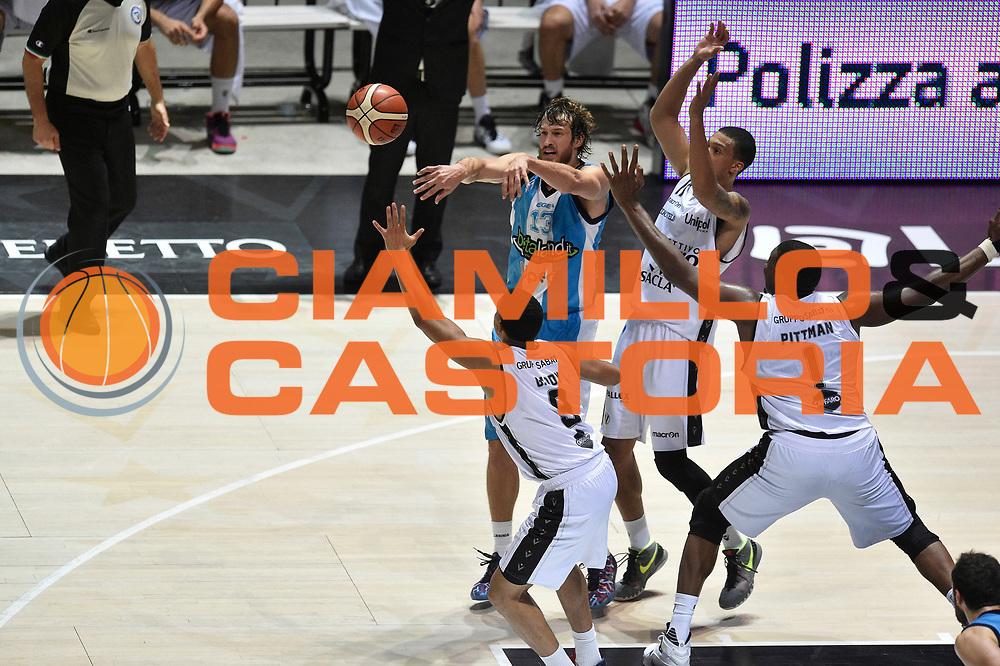 DESCRIZIONE : Bologna Lega A 2015-16 Obiettivo Lavoro Bologna Betaland Capo D&rsquo;Orlando<br /> GIOCATORE : Simas Jasaitis<br /> CATEGORIA : sequenza tecnica passaggio <br /> SQUADRA : Betaland Capo D&rsquo;Orlando<br /> EVENTO : Campionato Lega A 2015-2016<br /> GARA : Obiettivo Lavoro Bologna Betaland Capo D&rsquo;Orlando<br /> DATA : 18/10/2015<br /> SPORT : Pallacanestro <br /> AUTORE : Agenzia Ciamillo-Castoria/GiulioCiamillo<br /> Galleria : Lega Basket A 2015-2016<br /> Fotonotizia : Bologna Lega A 2015-16 Obiettivo Lavoro Bologna Betaland Capo D&rsquo;Orlando