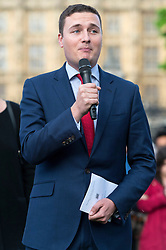 © Licensed to London News Pictures. 17/06/2016. Labour party politician WES STREETING attends a vigil and two minutes silence with well wishers in Parliament Square in memory of Labour party MP JO COX. She was allegedly attacked and killed by suspect 52 year old Tommy Mair close to Birstall Library near Leeds. London, UK. Photo credit: Ray Tang/LNP