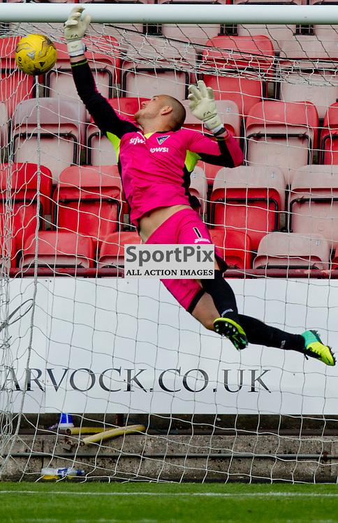 Dunfermline Athletic v Cowdenbeath SPFL League One Season 2015/16 East End Park 15 August 2015<br /> Sean Murdoch is beaten by Pat Scullions long range goal<br /> CRAIG BROWN | sportPix.org.uk