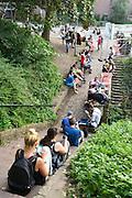 Nederland, the Netherlands, Nijmegen, 26-8-2016 Pokemon go spelers bij het Valkhof Door het grote aantal spelers online zijn de servers soms erg traag of vallen ze even uit . Foto: Flip Franssen