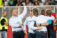 NOVI SAD - 18-08-2016, Vojvodina - AZ, Karadjordje Stadion, AZ trainer John van den Brom juicht na de 0-3, juichen.