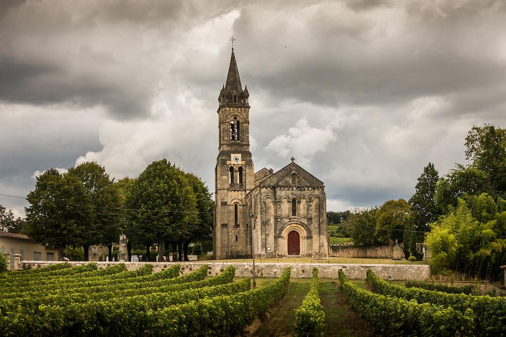 Church and vineyards in Saint-Croix-du_Mont