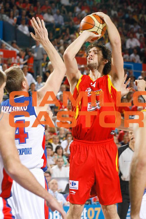 DESCRIZIONE : Madrid Spagna Spain Eurobasket Men 2007 Qualifying Round Russia Spagna Russia Spain <br /> GIOCATORE : Pau Gasol <br /> SQUADRA : Spagna Spain <br /> EVENTO : Eurobasket Men 2007 Campionati Europei Uomini 2007 <br /> GARA : Russia Spagna Russia Spain <br /> DATA : 09/09/2007 <br /> CATEGORIA : Tiro <br /> SPORT : Pallacanestro <br /> AUTORE : Ciamillo&amp;Castoria/M.Metlas <br /> Galleria : Eurobasket Men 2007 <br /> Fotonotizia : Madrid Spagna Spain Eurobasket Men 2007 Qualifying Round Russia Spagna Russia Spain <br /> Predefinita :