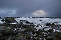 Alnes 20070116. Store bølger slår inn over fjøresteinene ved Alnes fyr i Giske kommune under stormen en vinterdag i januar 2007. Alnes er også et populært sted for surfing. <br /> <br /> Large waves is hitting the coastline next to Alnes lighthouse in Giske during a storm in january 2007. Alnes is also a popular place for surfing.<br /> <br /> Foto: Svein Ove Ekornesvåg