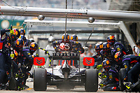 01 VETTEL Sebastian (Ger) Red Bull Renault Rb10 action pit stop during the 2014 Formula One World Championship, Grand Prix of China on April 20, 2014 in Shanghaï, China. Photo Frédéric Le Floc'h / DPPI