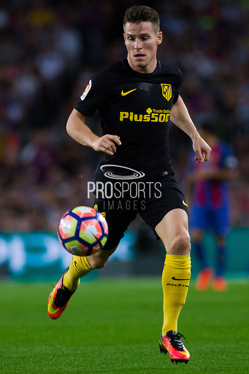 Kevin Gameiro controls the ball during the La Liga match between Barcelona and Atletico Madrid at Camp Nou, Barcelona, Spain on 21 September 2016. Photo by Eric Alonso.