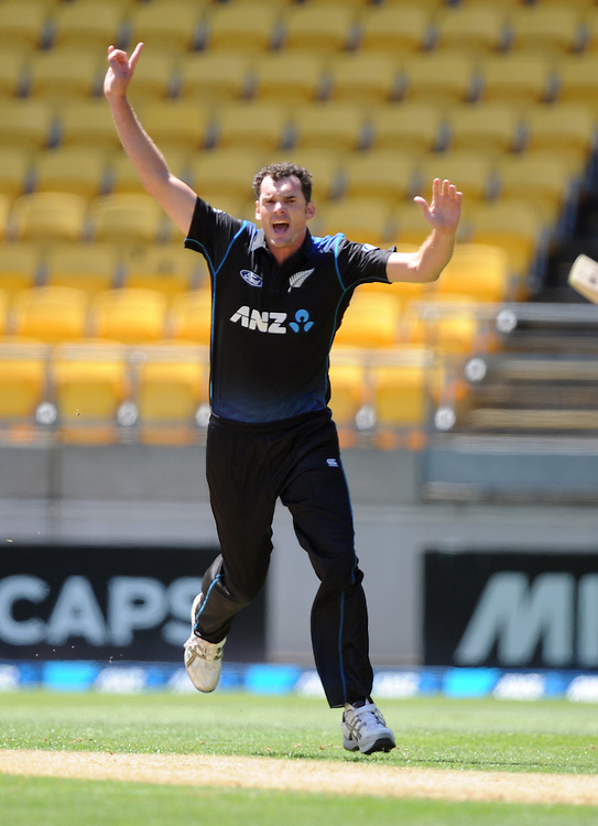 New Zealand's Kyle Mills fails in an appeal for the wicket of Sri Lanka's Lahiru Thirimanne in the 7th One Day International cricket match at Westpac Stadium, New Zealand, Sunday, January 29, 2015. Credit:SNPA / Ross Setford