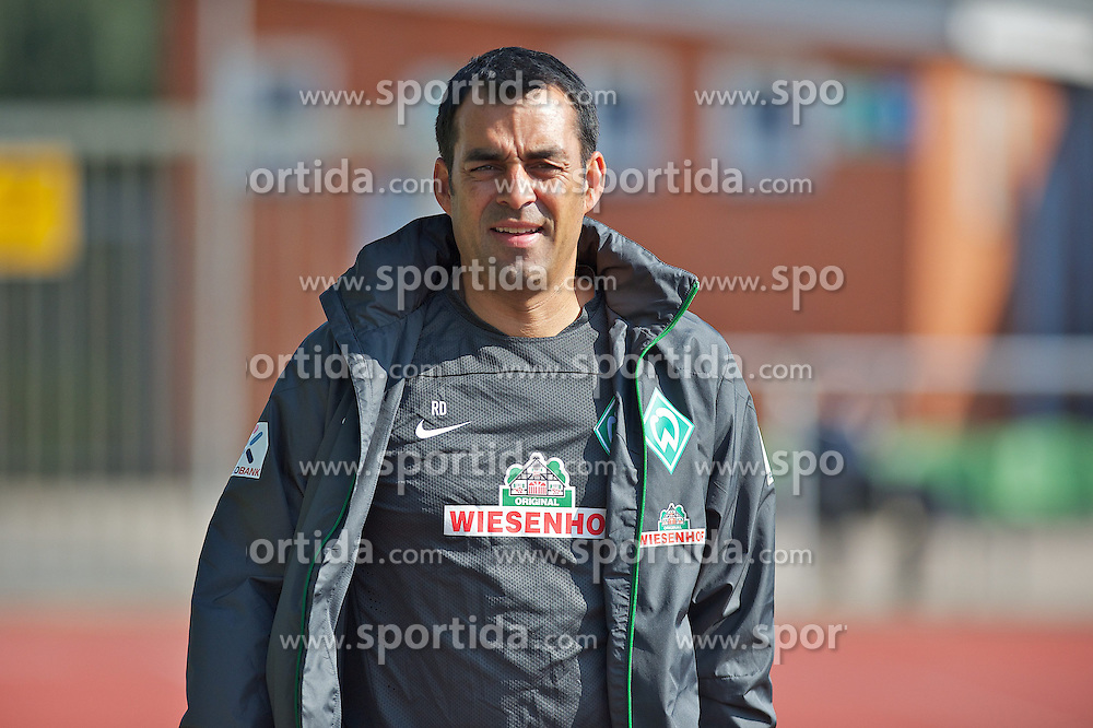 27.08.2013, Weserstadion, Bremen, GER, 1.FBL, Training SV Werder Bremen, im Bild Robin Dutt (Cheftrainer SV Werder Bremen) // during the training session of the German Bundesliga Club SV Werder Bremen at the Weserstadion, Bremen, Germany on 2013/08/27. EXPA Pictures &copy; 2013, PhotoCredit: EXPA/ Andreas Gumz <br /> <br /> ***** ATTENTION - OUT OF GER *****