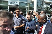 BILDET INNGÅR IKKE I FASTAVTALENE PÅ NETT MEN MÅ KJØPES SEPARAT<br /> <br /> Fotball<br /> Frankrike<br /> Foto: imago/Digitalsport<br /> NORWAY ONLY<br /> <br /> 18.07.2012 <br /> Zlatan Ibrahimovic verlässt das Pitie Salpetriere Krankenhaus nach der medizinischen Untersuchung für seinen neuen Verein Paris St Germain