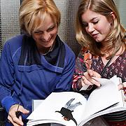 NLD/Amsterdam/20100310 - Presentatie van de 4de editie van het blad Helden, Anouk Hoogendijk laat haar reportage zien aan bondscoach Vera Pauw