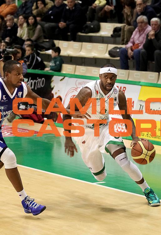 DESCRIZIONE: Siena Lega A 2012-13 Montepaschi Siena Lenovo Cantu<br /> GIOCATORE : Bobby Brown<br /> CATEGORIA : palleggio penetrazione<br /> SQUADRA : Montepaschi Siena <br /> EVENTO : Campionato Lega A 2012-2013 <br /> GARA : Montepaschi Siena Lenovo Cantu<br /> DATA : 25/03/2013<br /> SPORT : Pallacanestro <br /> AUTORE : Agenzia Ciamillo-Castoria/N. Dalla Mura<br /> Galleria : Lega Basket A 2012-2013  <br /> Fotonotizia : Roma Lega A 2012-13 Montepaschi Siena Lenovo Cantu