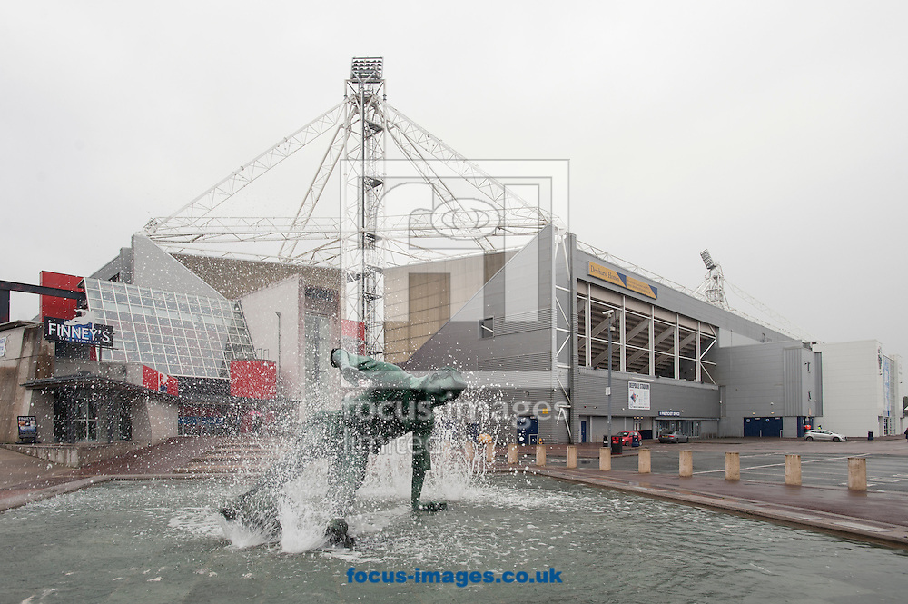 The Splash sculpture depicting Sir Tom Finney before the Sky Bet Championship match at Deepdale, Preston<br /> Picture by Russell Hart/Focus Images Ltd 07791 688 420<br /> 22/08/2015
