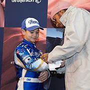 NLD/Amsterdam/20200229 - Lewis Hamilton lanceert de kledinglijn TommyXLewis, Lewis Hamilton en jonge racefan