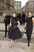 Patrick Demachelier. Isabella Blow. Christian Dior couture show. Ecole Nationale Superiore des Beaux- Arts. Paris. 7 July 2001. © Copyright Photograph by Dafydd Jones 66 Stockwell Park Rd. London SW9 0DA Tel 020 7733 0108 www.dafjones.com