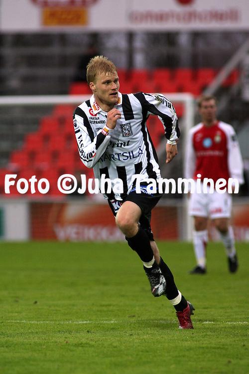 03.05.2007, Hietalahti, Vaasa, Finland..Veikkausliiga 2007 - Finnish League 2007.Vaasan Palloseura - Myllykosken Pallo-47.Jens Nyg?rd - VPS.©Juha Tamminen.....ARK:k
