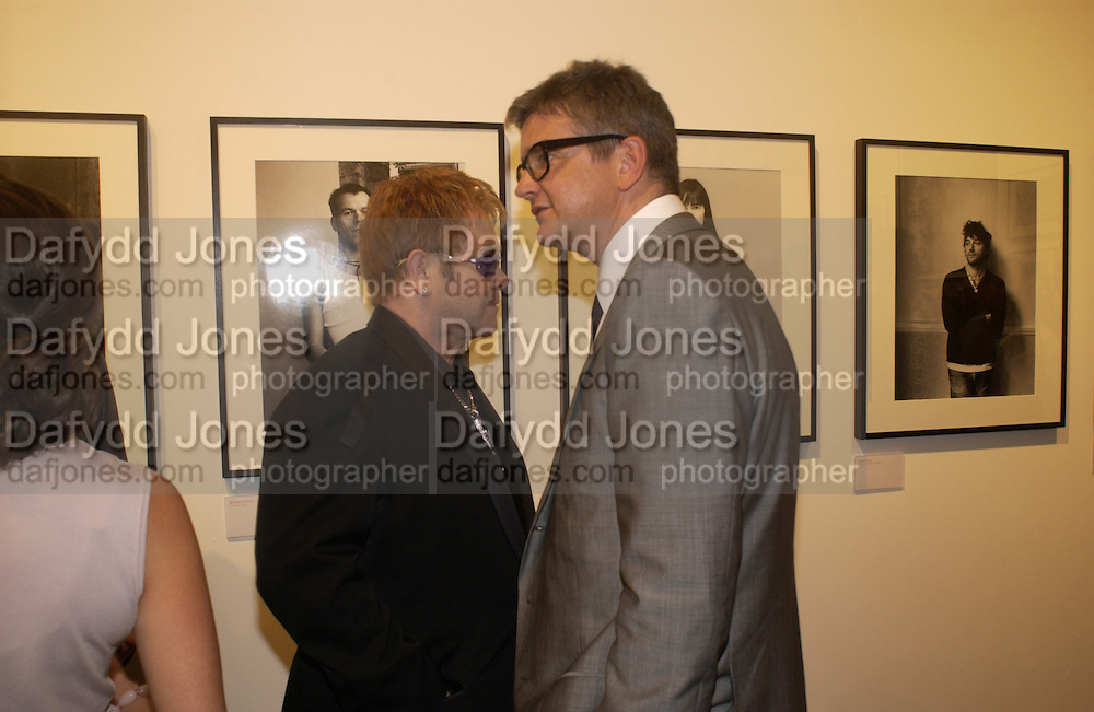 Jay Jopling and Sir Elton John, photo-london at the Royal Academy, 19 May 2004. ONE TIME USE ONLY - DO NOT ARCHIVE  © Copyright Photograph by Dafydd Jones 66 Stockwell Park Rd. London SW9 0DA Tel 020 7733 0108 www.dafjones.com