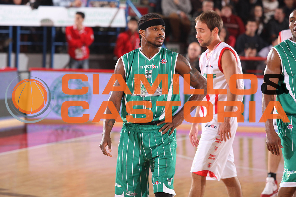 DESCRIZIONE : Teramo Lega A 2009-10 Banca Tercas Teramo Air Avellino<br /> GIOCATORE : Dee Brown<br /> SQUADRA : Air Avellino<br /> EVENTO : Campionato Lega A 2009-2010<br /> GARA : Banca Tercas Teramo Air Avellino<br /> DATA : 06/12/2009<br /> CATEGORIA : Delusione<br /> SPORT : Pallacanestro<br /> AUTORE : Agenzia Ciamillo-Castoria/G.Ciamillo<br /> Galleria : Lega Basket A 2009-2010 <br /> Fotonotizia : Teramo Campionato Italiano Lega A 2009-2010 Banca Tercas Teramo Air Avellino<br /> Predefinita :