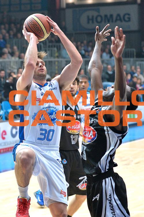 DESCRIZIONE : Cantu' Lega A 2014-15 <br /> Acqua Vitasnella Cant&ugrave; vs Pasta Reggia Caserta<br /> GIOCATORE : Stefano Gentile<br /> CATEGORIA : Tiro<br /> SQUADRA : Acqua Vitasnella Cant&ugrave;<br /> EVENTO : Campionato Lega A 2014-2015 GARA :Acqua Vitasnella Cant&ugrave; vs Pasta Reggia Caserta<br /> DATA : 15/03/2015 <br /> SPORT : Pallacanestro <br /> AUTORE : Agenzia Ciamillo-Castoria/IvanMancini<br /> Galleria : Lega Basket A 2014-2015 Fotonotizia : Cantu' Lega A 2014-15 Acqua Vitasnella Cant&ugrave; vs Pasta Reggia Caserta<br /> Predefinita: