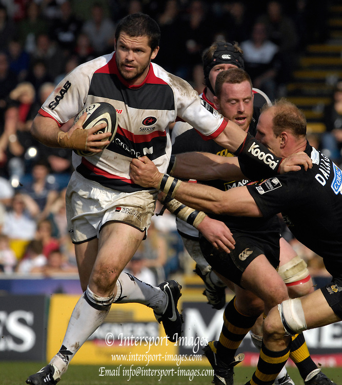 Wycombe, GREAT BRITAIN, Andy FARRELL, hands off Lawrence DALLAGLIO,  during the Guinness Premiership  Rugby match between London Wasps and Saracens at Adams Park, England [Credit: Peter Spurrier/Intersport Images]