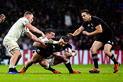 TJ Perenara of New Zealand is tackled - Mandatory by-line: Robbie Stephenson/JMP - 10/11/2018 - RUGBY - Twickenham Stadium - London, England - England v New Zealand - Quilter Internationals