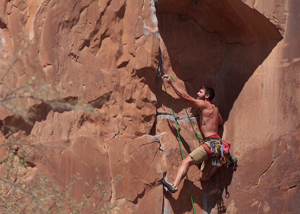 Mike Zeek leading Static Cling, 5.11- at Wallstreet in Moab