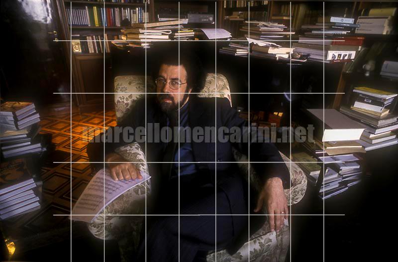 Rome, 1996. Italian conductor Giuseppe Sinopoli in his house / Roma, 1996. Il direttore d'orchestra Giuseppe Sinopoli nella sua casa - © Marcello Mencarini