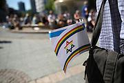 Frankfurt am Main | 17 July 2014<br /> <br /> Solidarit&auml;tsdemo f&uuml;r Israel, f&uuml;r Frieden und f&uuml;r das Ende der Angriffe der Hamas auf dem Opernplatz vor der Alten Oper in Frankfurt am Main, hier: Israel-Flagge in den Reenbogenfarben. <br /> <br /> &copy; peter-juelich.com