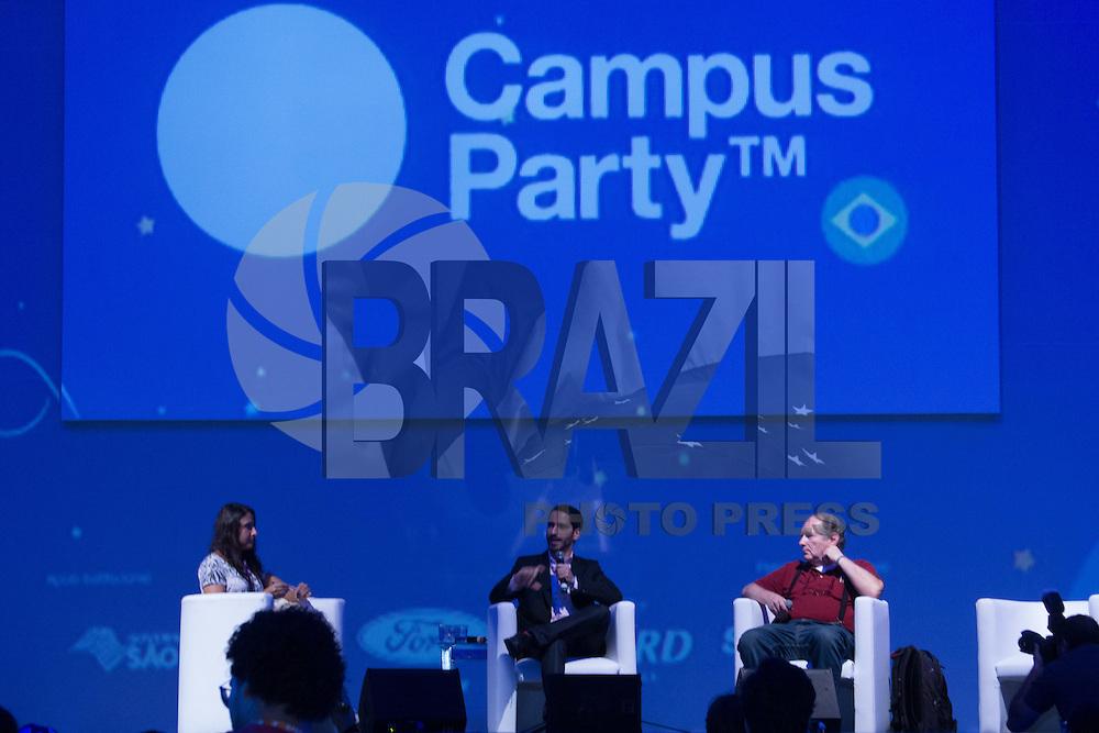 """SÃO PAULO, SP. 06.02.2015 -  CAMPUS PARTY DEBATES """"PIRATARIA E OS DIREITOS AUTORAIS - Veridiana Alimonti, advogada e membro do Instituto de Defesa do Consumidor, Idec participa do debate """"Pirataria e os Direitos Autorais"""" que aconteceu na oitava edição da Campus Party na tarde desta sexta-feira, (6). (Foto: Renato Mendes / Brazil Photo Press)"""