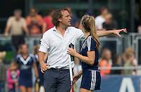 AMSTELVEEN - HOCKEY - Pinoke assistent coach Robert Justus tijdens de eerste competitiewedstrijd van het nieuwe seizoen tussen de vrouwen van Pinoke en Bloemendaal. COPYRIGHT KOEN SUYK
