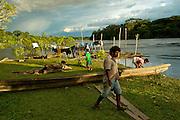 Artisans repair their canoe - Communidad Siete de Augosto - Amazonas - Colombia