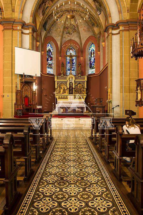 Interior da Catedral Diocesana Nossa Senhora dos Prazeres, construida em 1922 no estilo neogótico, Lages, Santa Catarina, foto de Ze Paiva - Vista Imagens