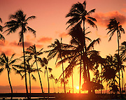 Sunset, Ala Moana Beach Park, Waikiki, Oahu, Hawaii<br />