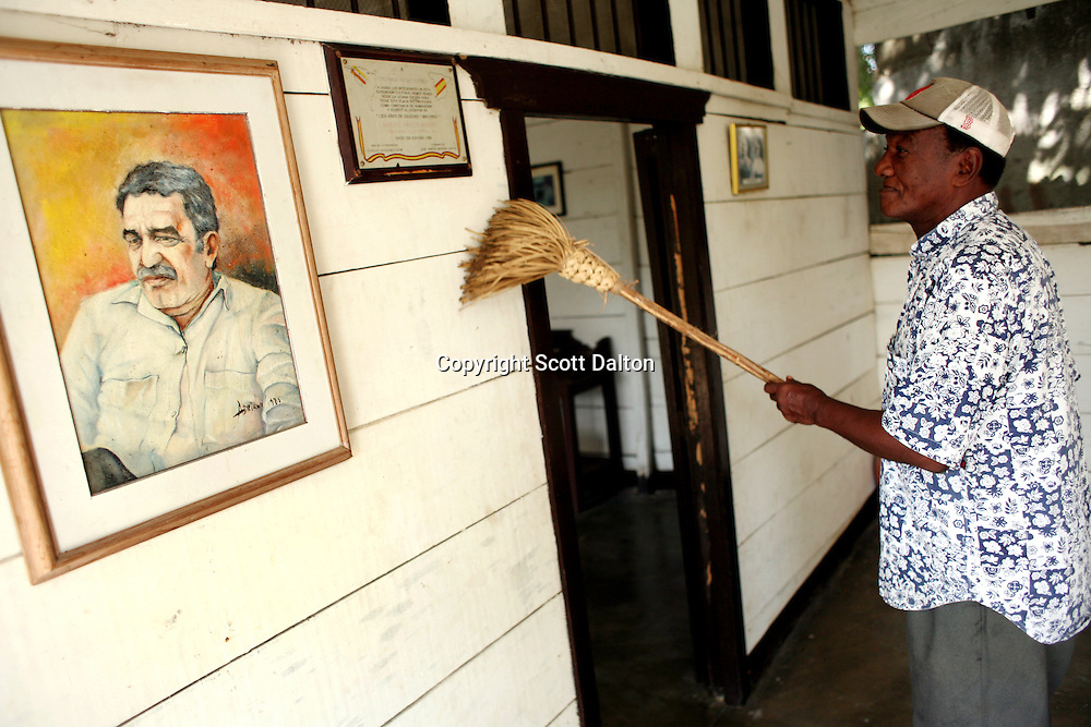 Victor Manuel Parmasano Martinez, 71, sweeps up at the Gabriel Garcia Museum in Aracataca on Monday, January 29, 2007.  Aracataca is the hometown of Garcia Marquez, the famed Colombian author most noted for his novel One Hundred Years of Solitude and also the winner of the Nobel Prize for literature. (Photo/Scott Dalton)