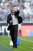 Fussball    1. Bundesliga    Saison 2008/2009    27. Spieltag     Borussia Moenchengladbach - VfL Wolfsburg        11.04.2009  Trainer Felix MAGATH (Wolfsburg) emotional am Spielfeldrand.