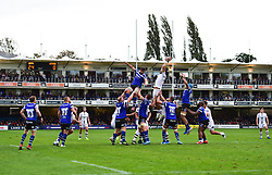 Michael Fatialofa of Worcester Warriors wins a line out.  - Mandatory by-line: Alex James/JMP - 28/09/2019 - RUGBY - Recreation Ground - Bath, England - Bath Rugby v Worcester Warriors - Premiership Rugby Cup