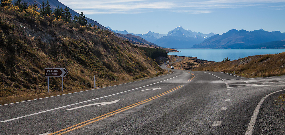 Lake Pukaki on the road to the Aoraki/Mt Cook village