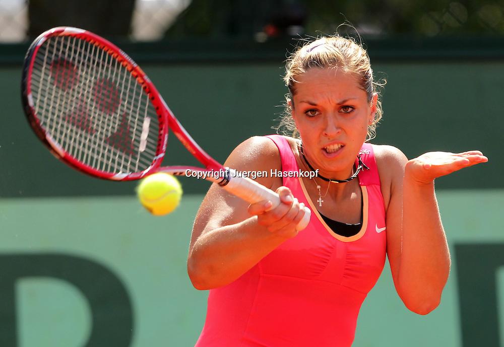French Open 2011, Roland Garros,Paris,ITF Grand Slam Tennis Tournament , Sabine Lisicki  (GER), Aktion,Einzelbild,Halbkoerper,Querformat,