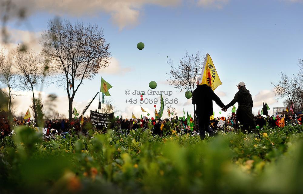Demonstration outside Dannenberg on saturday.