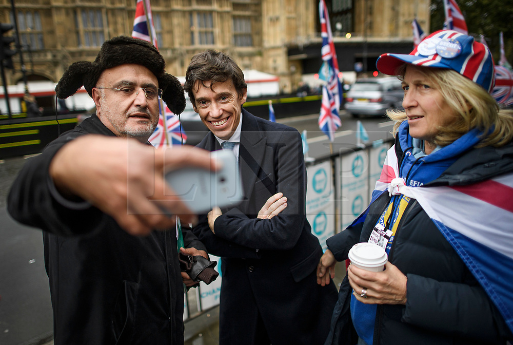 © Licensed to London News Pictures. 21/10/2019. London, UK. Candidate to be the next Mayor of London, RORY STEWART MP, is seen posing for a selfie with a member of the public in Westminster, London. Last week Parliament sat on a Saturday for the first time since 1982, but failed to vote on Boris Johnson's new Brexit deal. Photo credit: Ben Cawthra/LNP