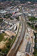Nederland, Overijssel, Hengelo, 30-06-2011; spoorknooppunt Hengelo met boven het midden het station. Linksboven spoorlijn naar Zutphen, rechtsboven naar Almelo, linksonder naar Enschede, midden rechts naar Oldenzaal / Bad Bentheim..Hengelo railway junction with above the middle the station. Top left line to Zutphen, right to Almelo, Enschede to left, center right to Oldenzaal / Bad Bentheim..luchtfoto (toeslag), aerial photo (additional fee required).copyright foto/photo Siebe Swart