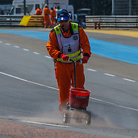 Cement powder cleaned up on the track at Indianapolis and Arnage on 07/07/2018 at Le Mans Classic, 2018