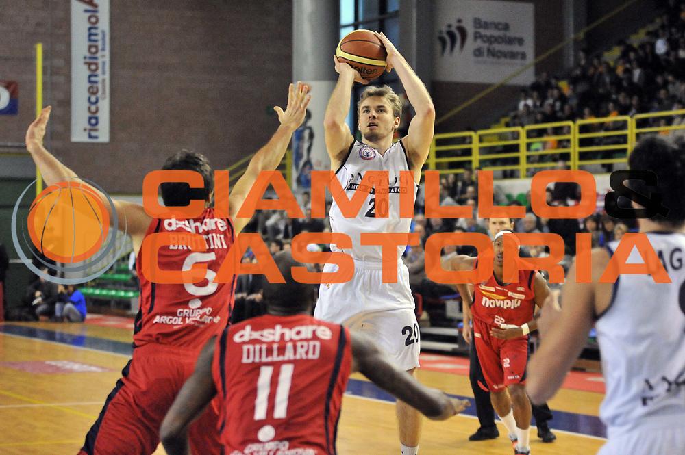 DESCRIZIONE : Casale Monferrato LNP DNA Adecco Gold 2013-14 Novipiu Casale Monferrato Angelico Biella<br /> GIOCATORE : Alan Voskuil<br /> CATEGORIA : Tiro<br /> SQUADRA : Angelico Biella<br /> EVENTO : Campionato LNP DNA Adecco Gold 2013-14<br /> GARA : Novipiu Casale Monferrato Angelico Biella<br /> DATA : 23/02/2014<br /> SPORT : Pallacanestro<br /> AUTORE : Agenzia Ciamillo-Castoria/Max.Ceretti<br /> Galleria : LNP DNA Adecco Gold 2013-2014<br /> Fotonotizia : Biella LNP DNA Adecco Gold 2013-14 Novipiu Casale Monferrato Angelico Biella<br /> Predefinita :