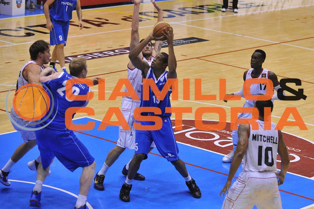 DESCRIZIONE : Caorle  6 Torneo di Caorle Trofeo E.Lefebre Pallacanestro Cantu New Yorker Phantoms<br /> GIOCATORE : jeff brooks<br /> CATEGORIA : palleggio<br /> SQUADRA : Pallacanestro Cantu New Yorker Phantoms<br /> EVENTO : Trofeo E.Lefebre <br /> GARA : Pallacanestro Cantu New Yorker Phantoms<br /> DATA : 14/09/2012<br /> SPORT : Pallacanestro <br /> AUTORE : Agenzia Ciamillo-Castoria/M.Gregolin<br /> Galleria : Precampionato<br /> Fotonotizia : Caorle  6 Torneo di Caorle Trofeo E.Lefebre Pallacanestro Cantu New Yorker Phantoms<br /> Predefinita :