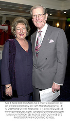 MR & MRS BOB HOLNESS he is the TV presenter, at an award ceremony on 12th March 2002.OYG 151